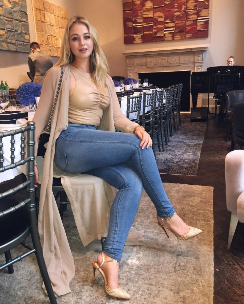 Iskra Lawrence Cute Photoshoots In Jeans Top