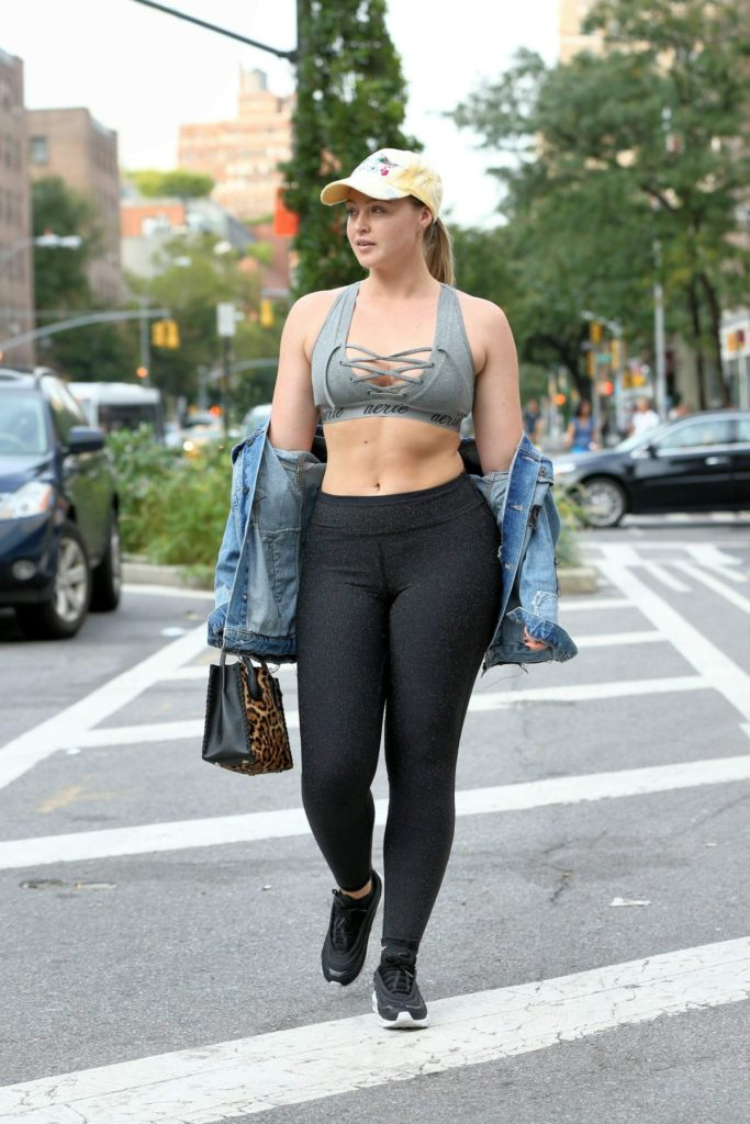Iskra Lawrence HD Images