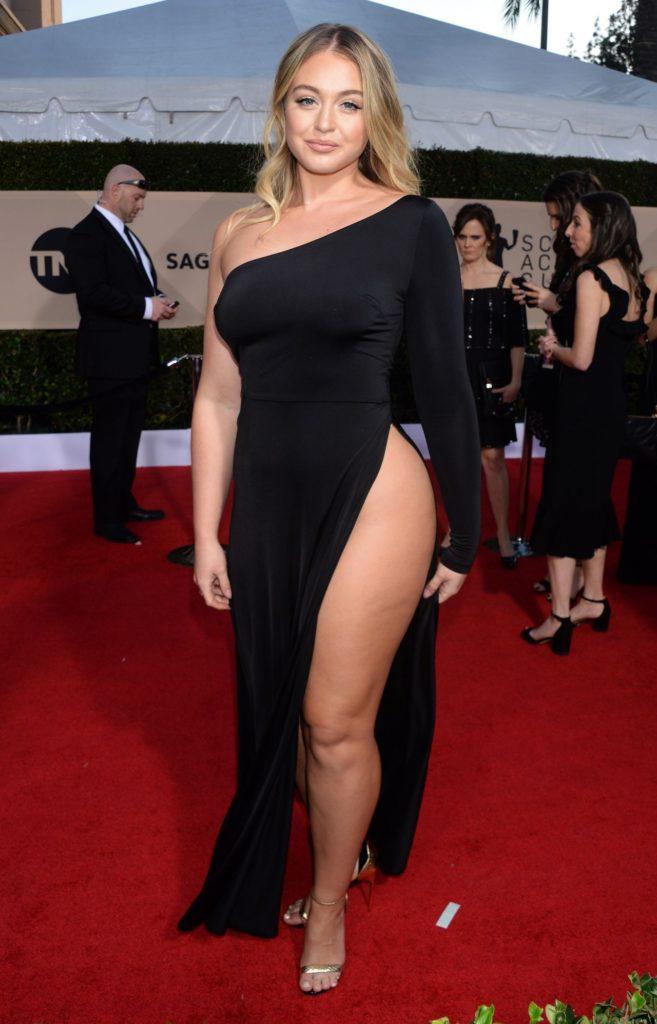 Iskra Lawrence Hot Legs Photos In Black Dress