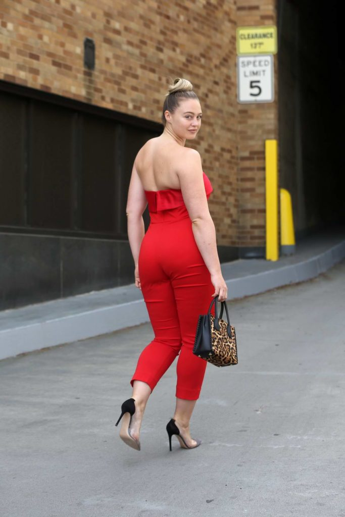 Iskra Lawrence New Hair Style Images