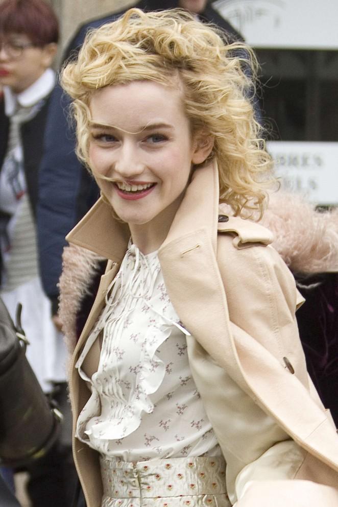 Julia Garner Cute Pictures