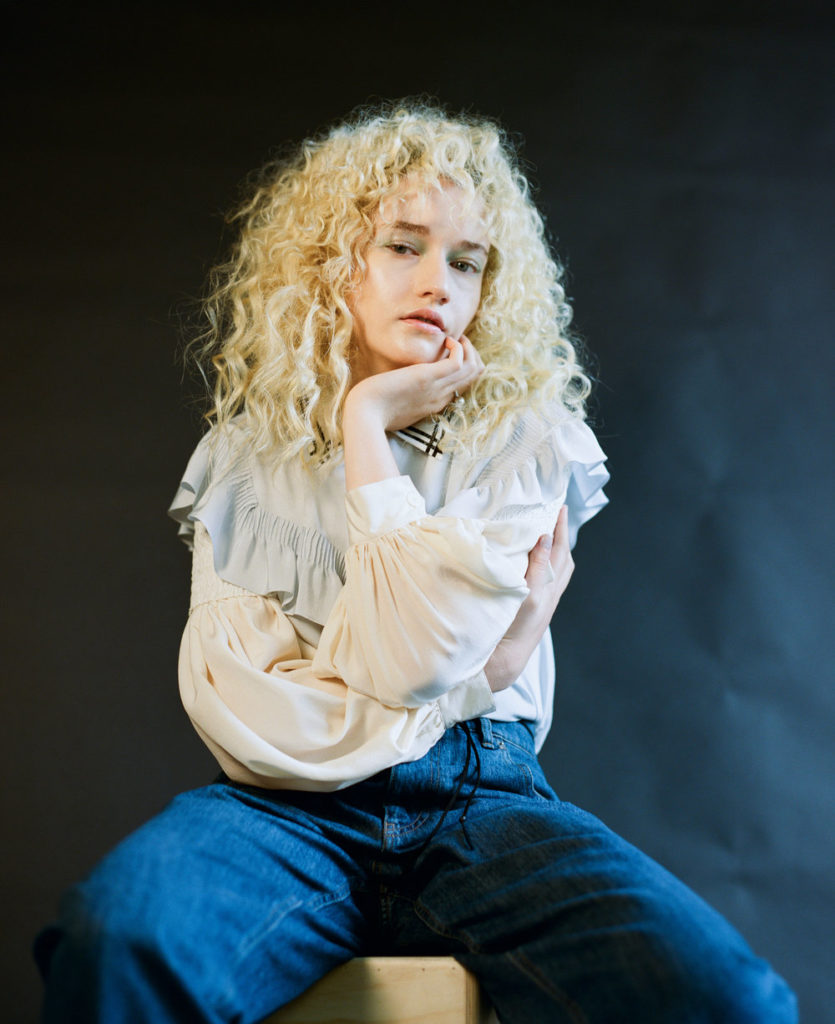 Julia Garner Nice & New Pics