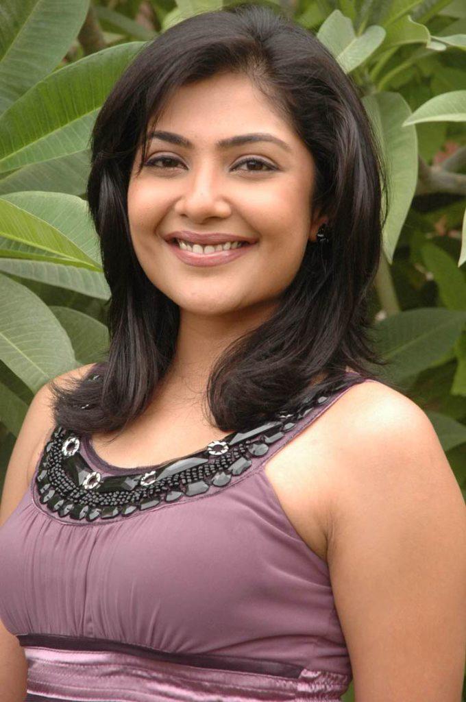 Kamalinee Mukherjee HD Sexy Eyes Images