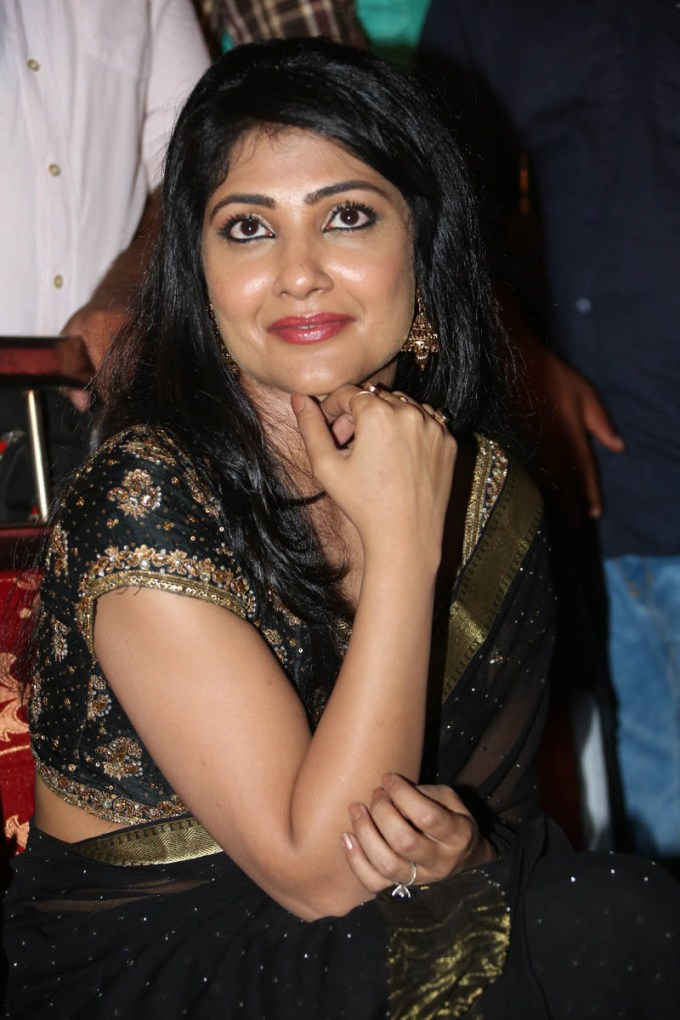 Kamalinee Mukherjee HD Wallpapers