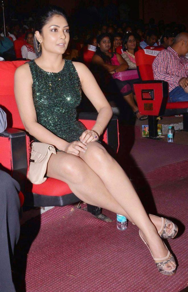 Kamalinee Mukherjee Hot HD Sexy Pics In Short Clothes