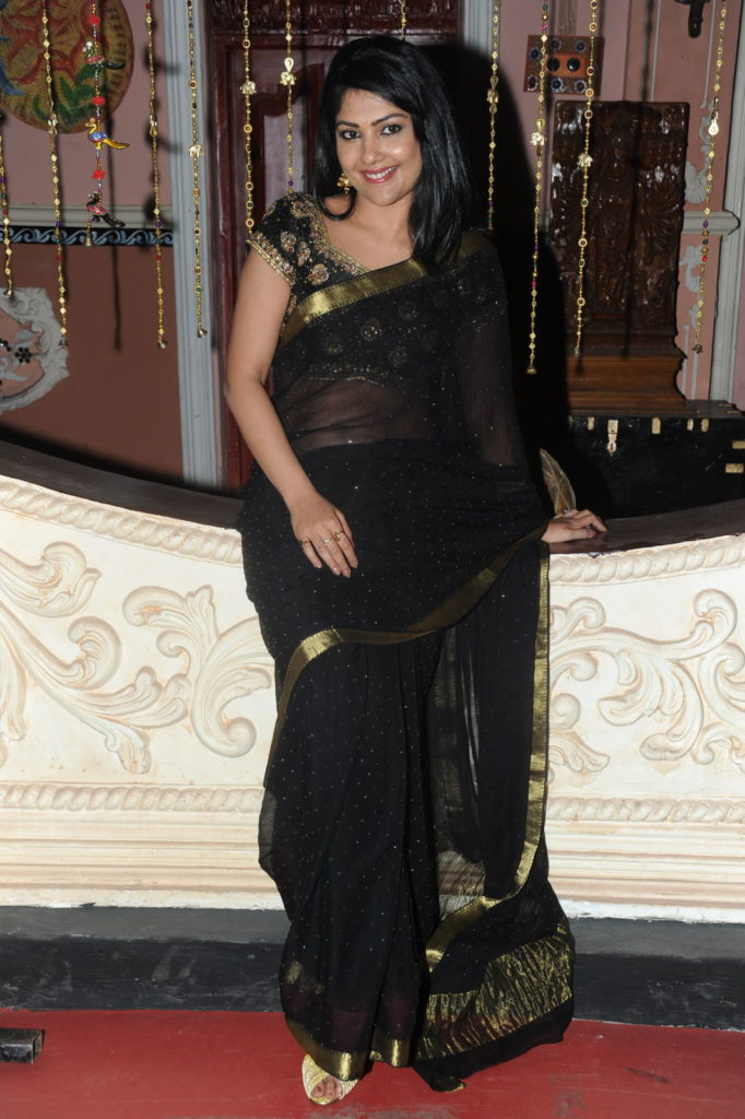 Kamalinee Mukherjee Hot Images In Saree