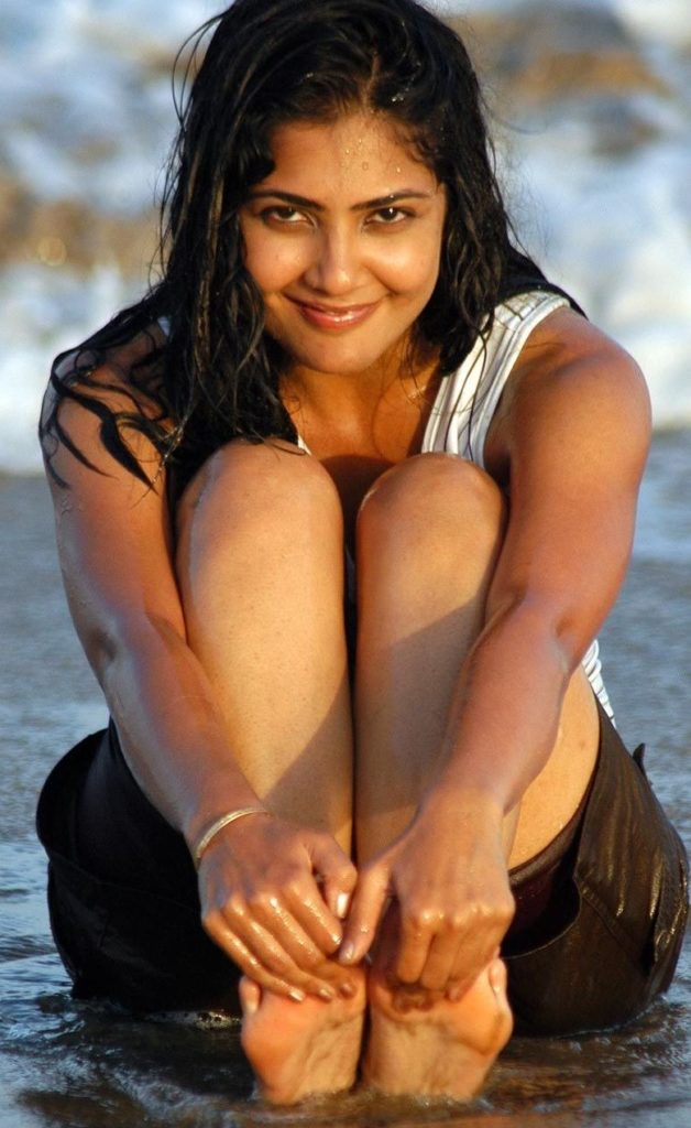 Kamalinee Mukherjee Hot Images In Undergarments