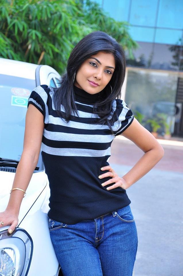 Kamalinee Mukherjee Hot & Sexy Images In Jeans Top