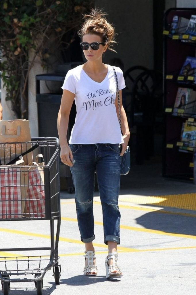 Kate Beckinsale Photos In Jeans Top