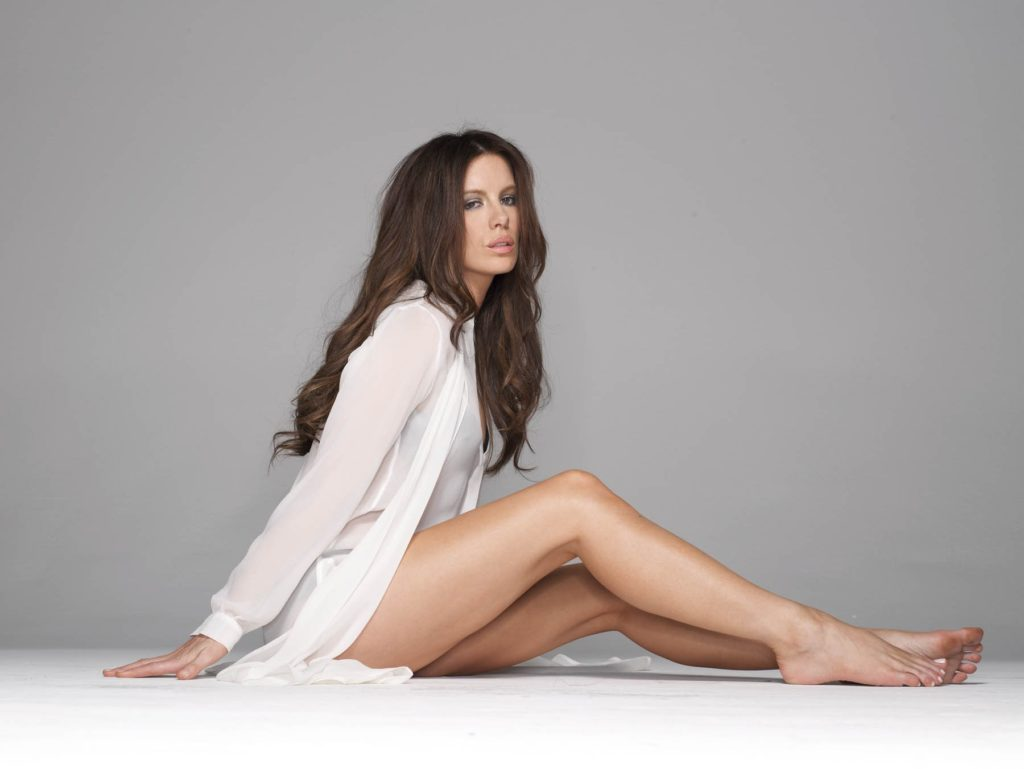 Kate Beckinsale Sexy Thigh Images