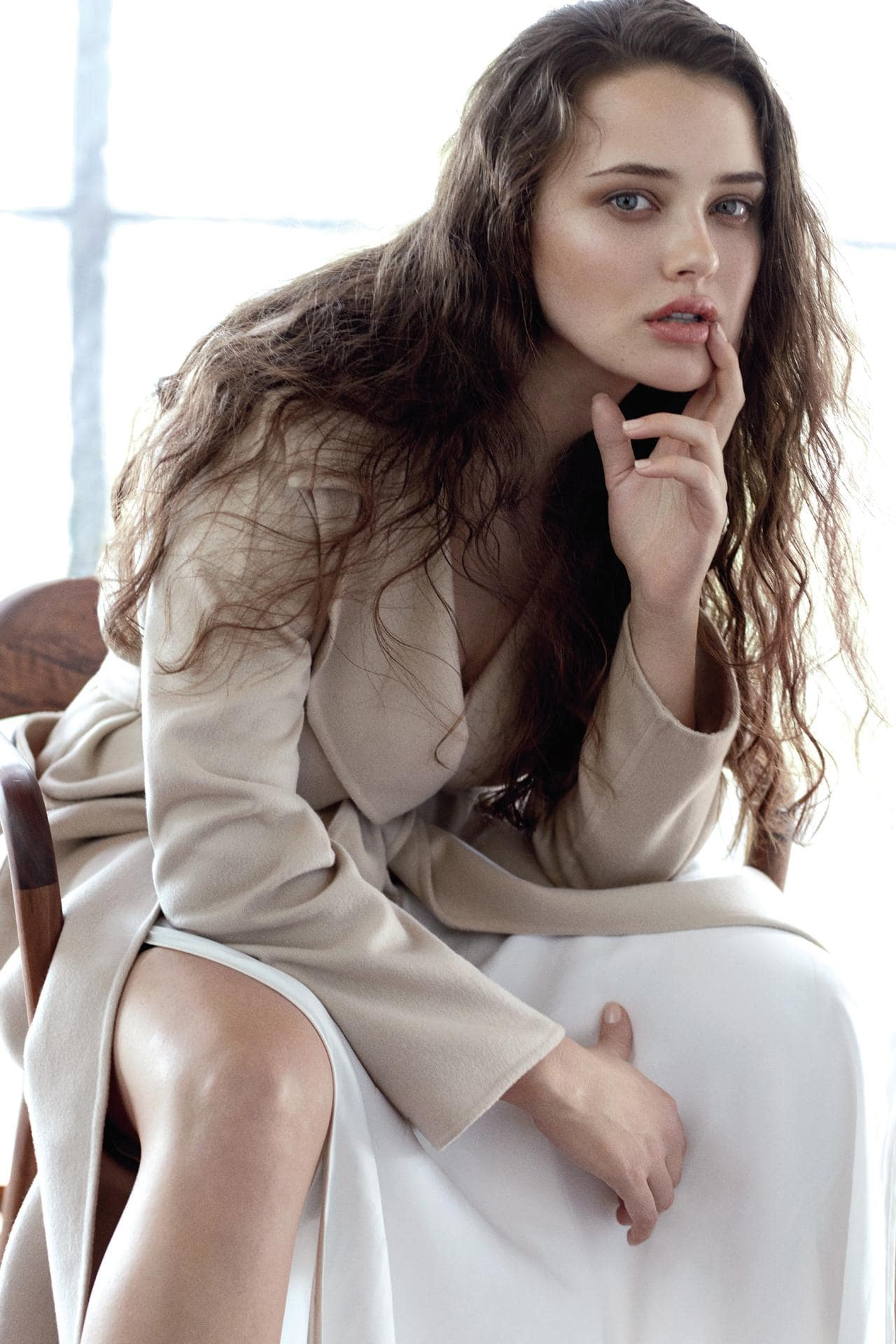 Katherine Langford Hot & Sizzling Images Photos In Shorts