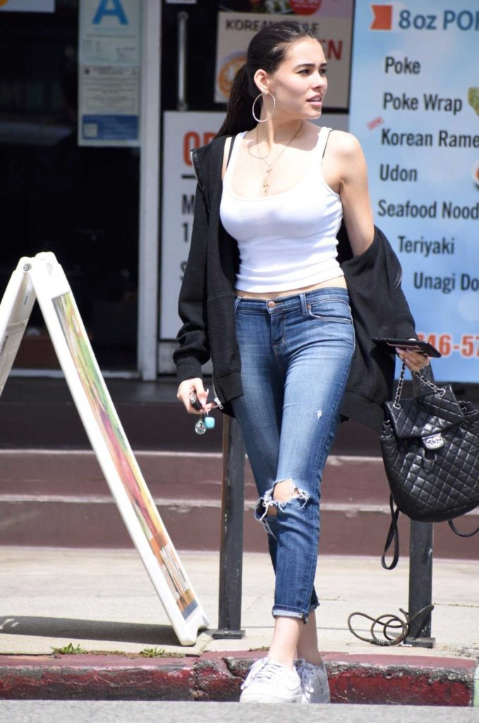 Madison Beer Bold Images In Jeans Top