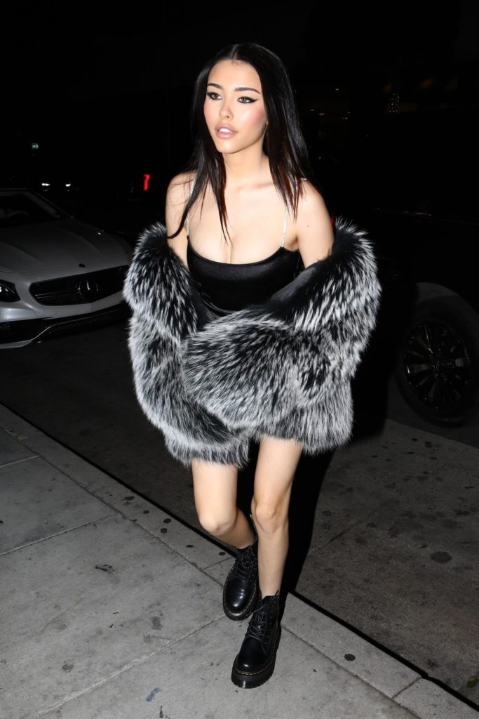 Madison Beer Wallpapers In Short Cloths
