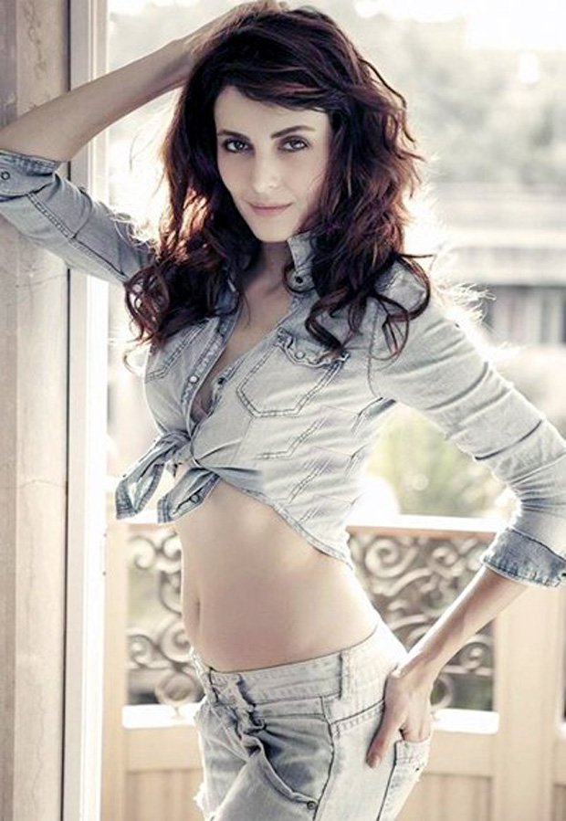 Mandana Karimi Bold Wallpapers Download