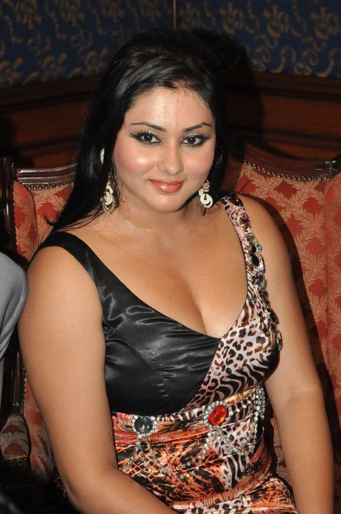 Namitha Hot Boobs HD Pics In Bra