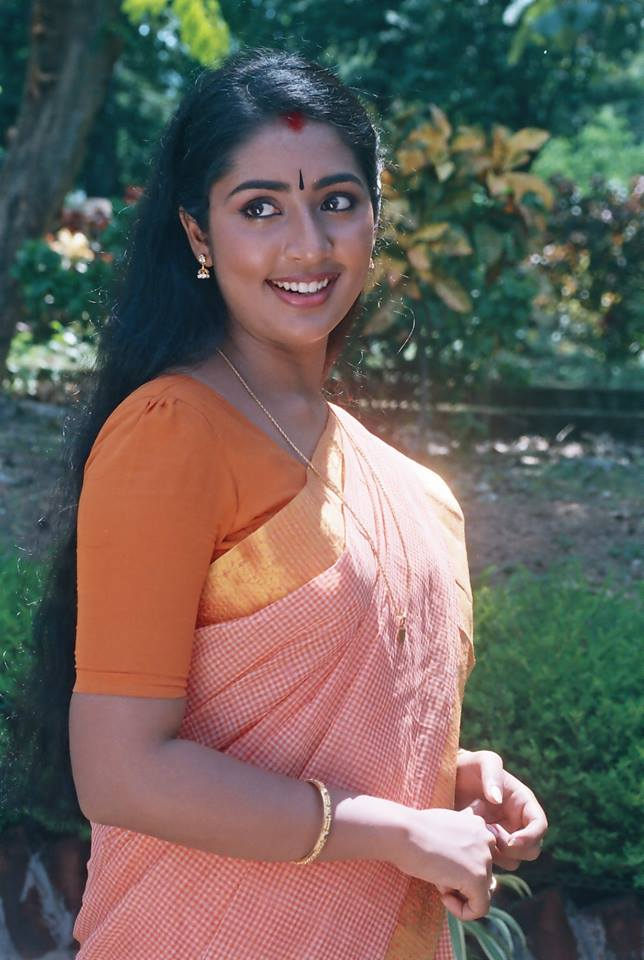 Navya Nair Hot HD Images Photoshoot