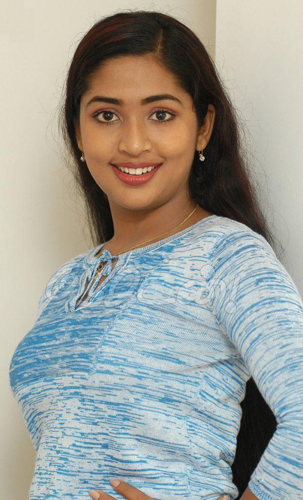 Navya Nair Hot & Sexy Images