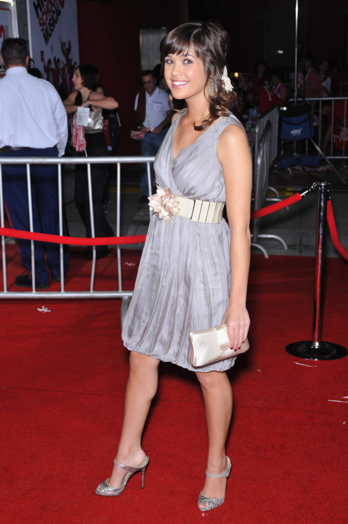 Nicole Gale Anderson Sexy & Hot Wallpapers