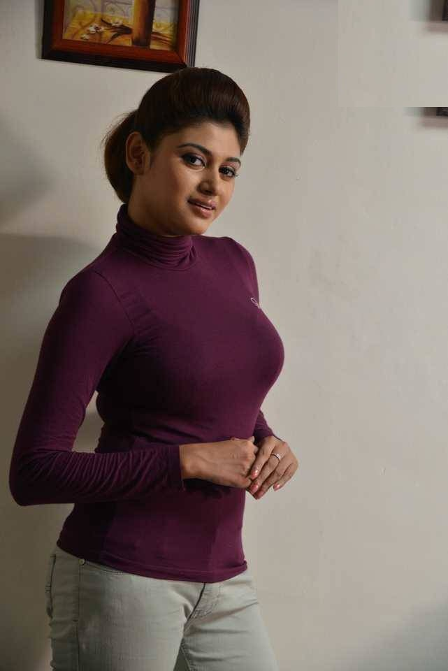 Oviya Hot Images In Jeans Top
