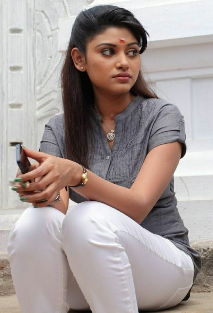 Oviya Hot Pictures In Jeans Top