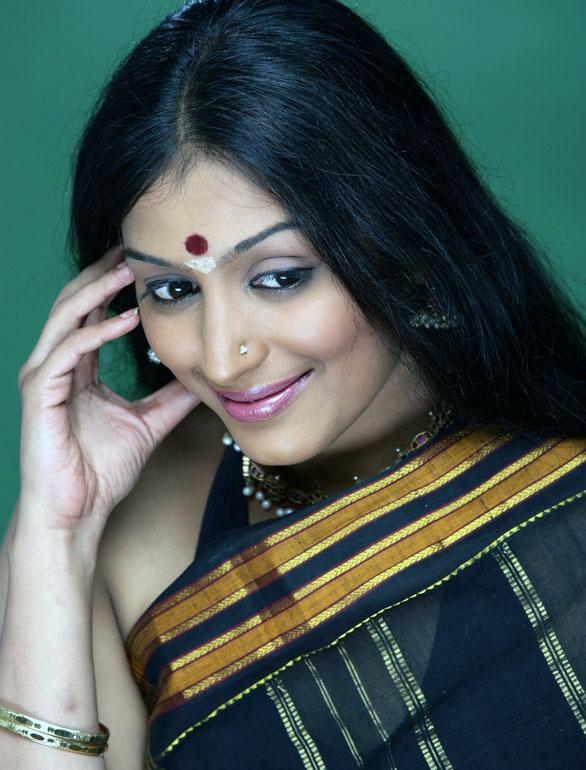 Padmapriya HD Pics