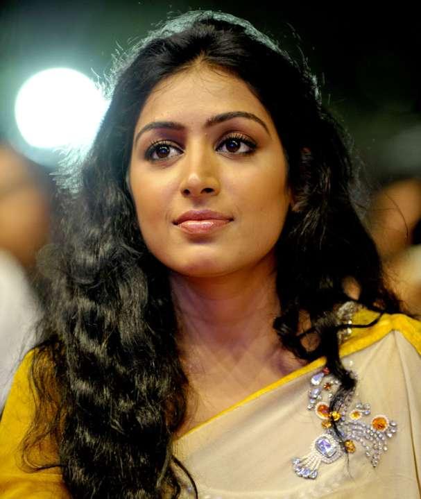 Padmapriya HD Sexy Pics At Award Show