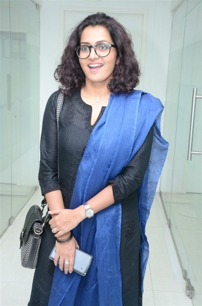 Parvathy Hot Images In Saree