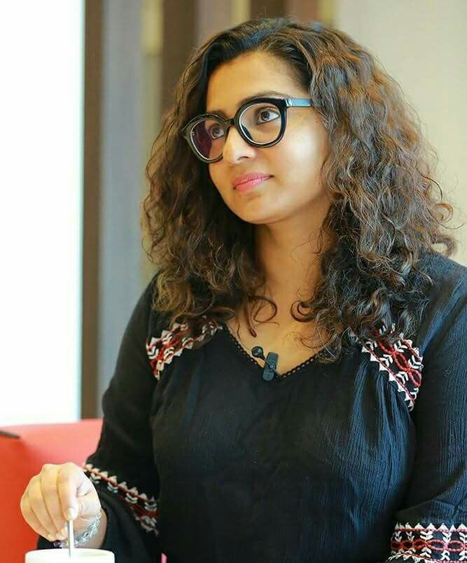 Parvathy New Hair Style Images