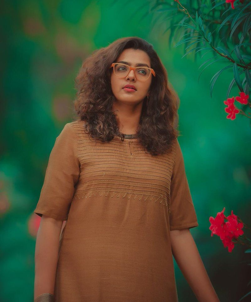 Parvathy New Wallpaeprs