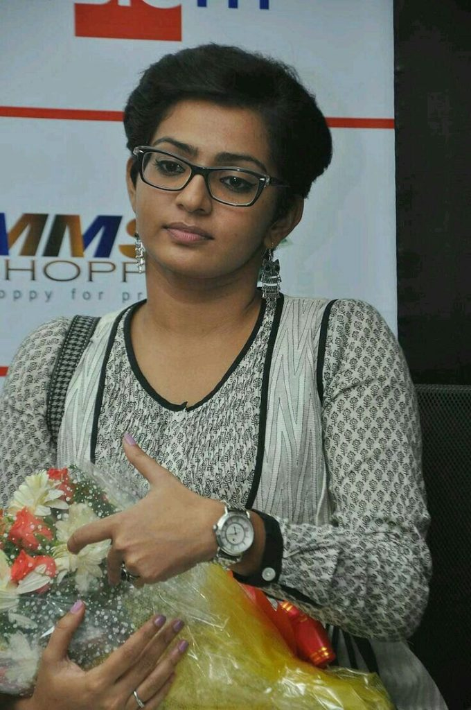 Parvathy Sexy Pics Full HD
