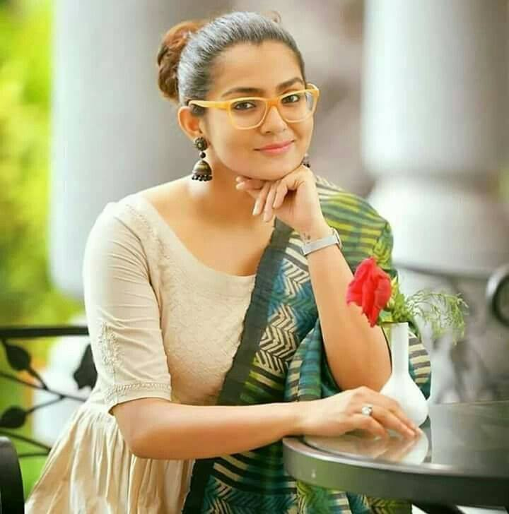 Parvathy Sexy Wallpapers Download