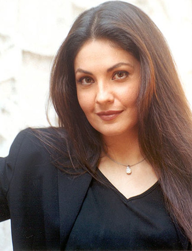 Pooja Bhatt Cute & Sexy Pictures