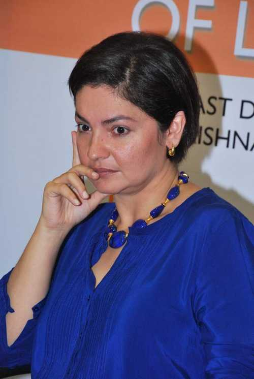 Pooja Bhatt HD Wallpapers Download