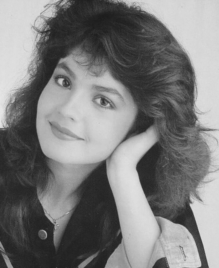 Pooja Bhatt Old Images Download