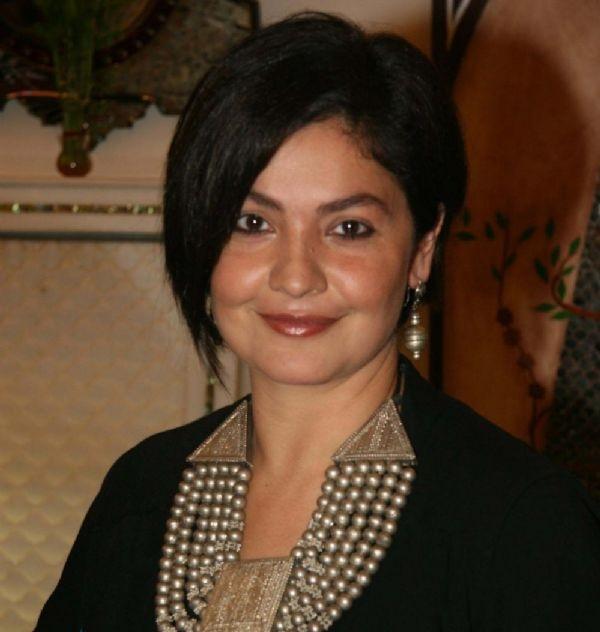 Pooja Bhatt Pics
