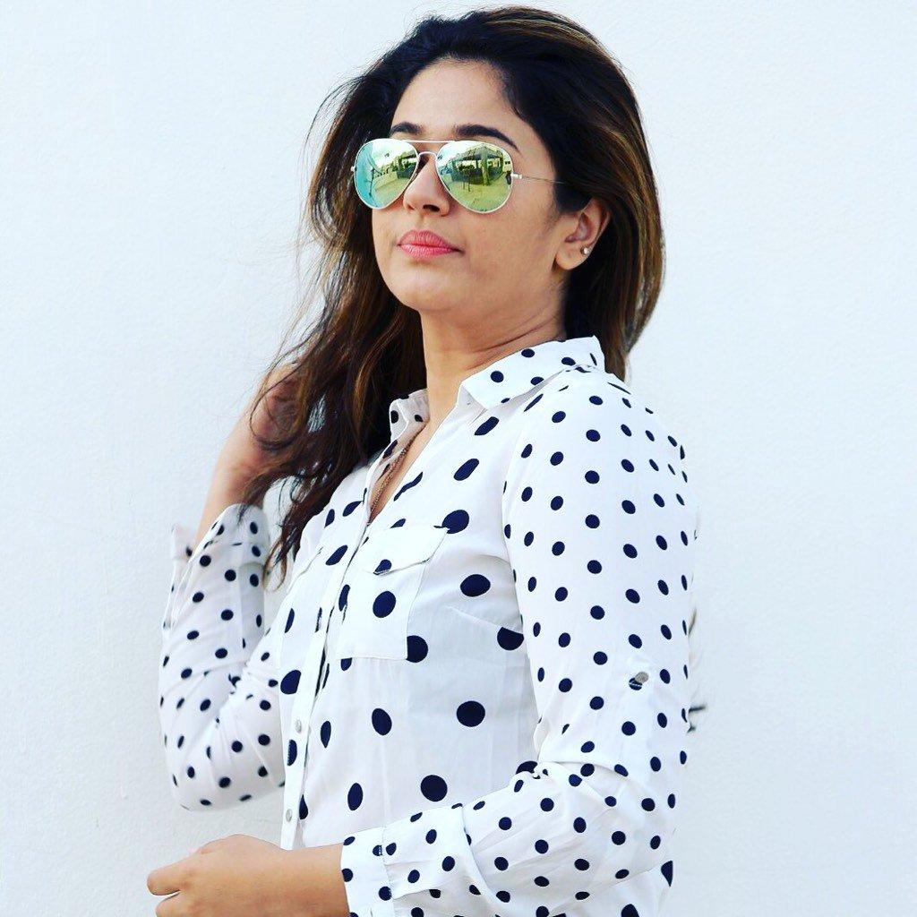 Poonam Bajwa Cute Pics