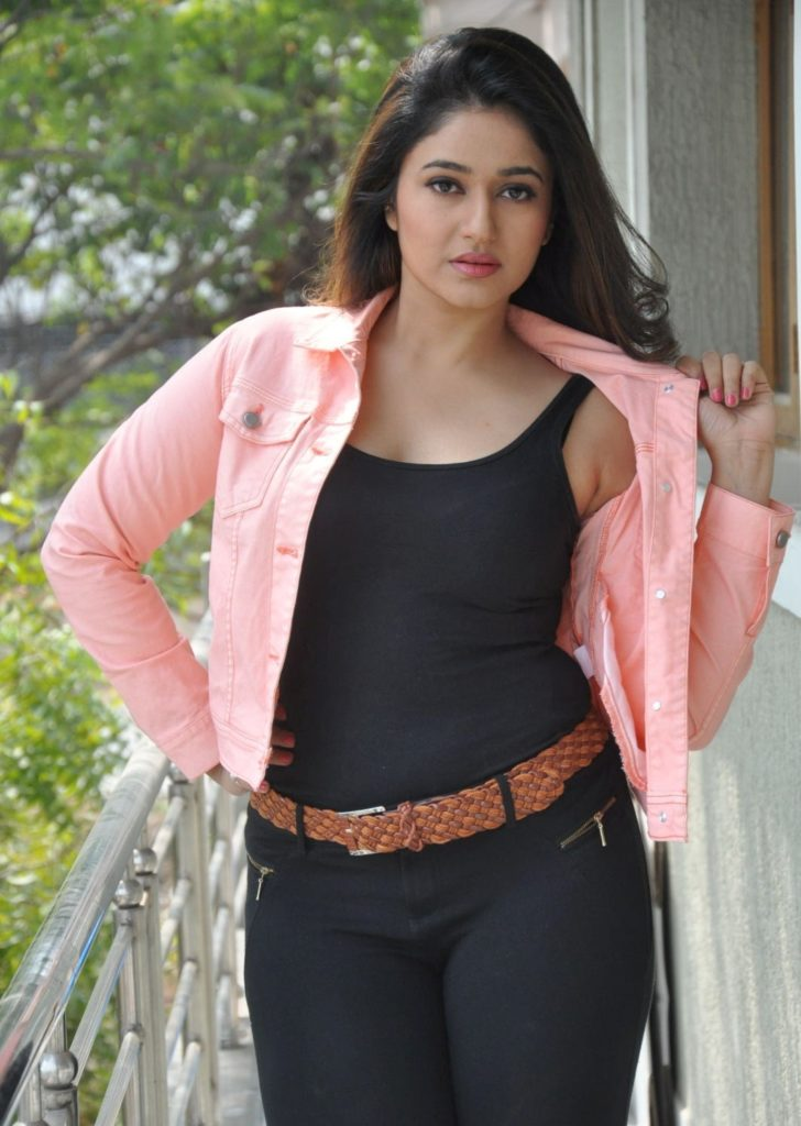 Poonam Bajwa Hot Pics In Black Jeans