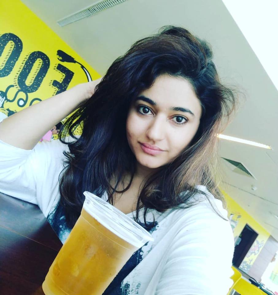 Poonam Bajwa Latest Hair Style Pictures Download