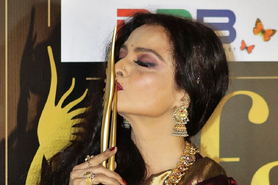 Rekha Hot Pictures At Award Show