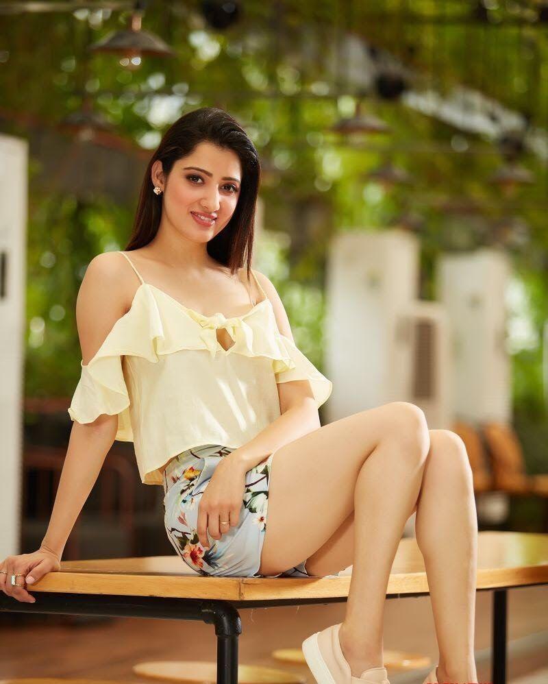 Richa Panai Sexy Pics In In Undergarments