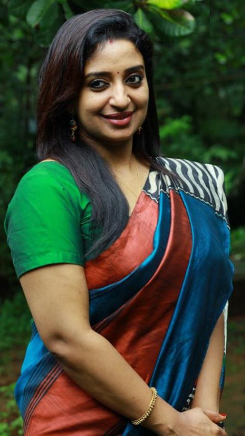 Sona Nair HD Sexy Pics