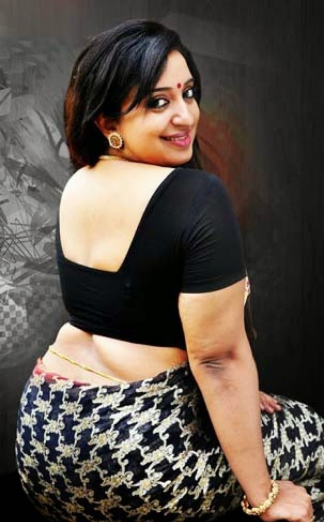 Sona Nair Hot Images In Backless Clothes