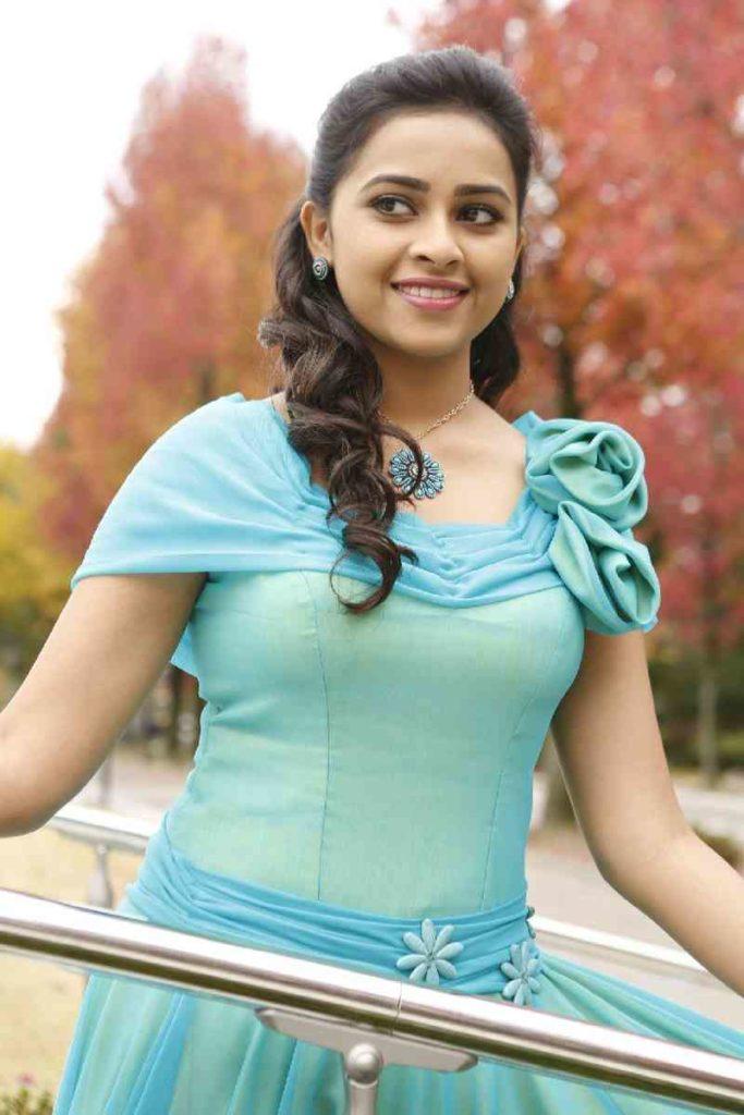 Sri Divya Cute Smiling Pics