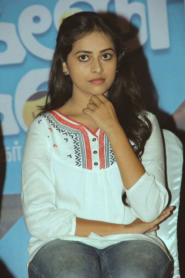 Sri Divya Hot Images In Jeans Top
