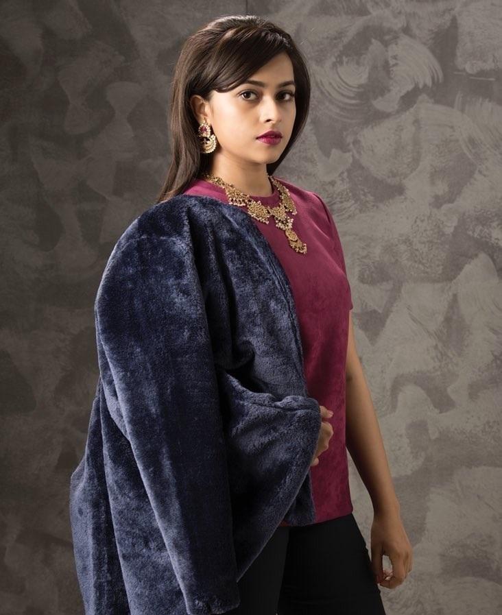 Sri Divya Hot Photos In Undergarments
