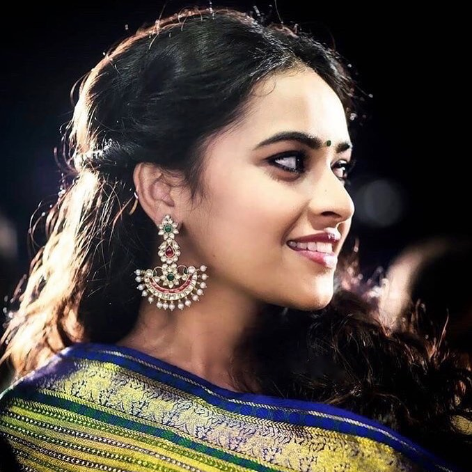 Sri Divya Hot Pictures Gallery