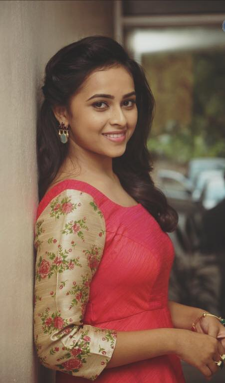 Sri Divya Hot & Sexy Images Photoshoot Gallery
