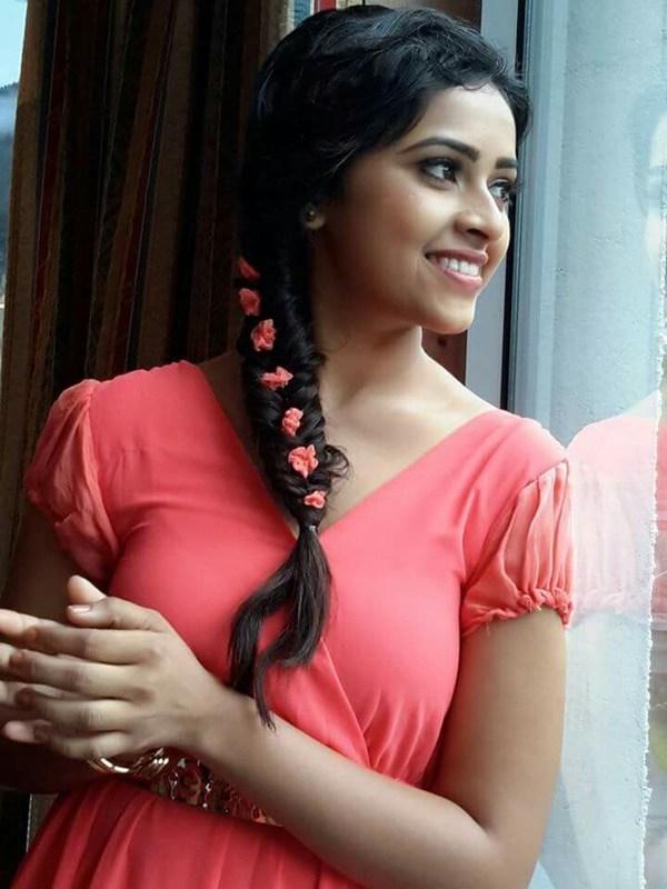 Sri Divya New Hair Style Pics