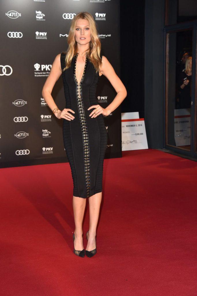 Toni Garrn Full HD Images At Award Show