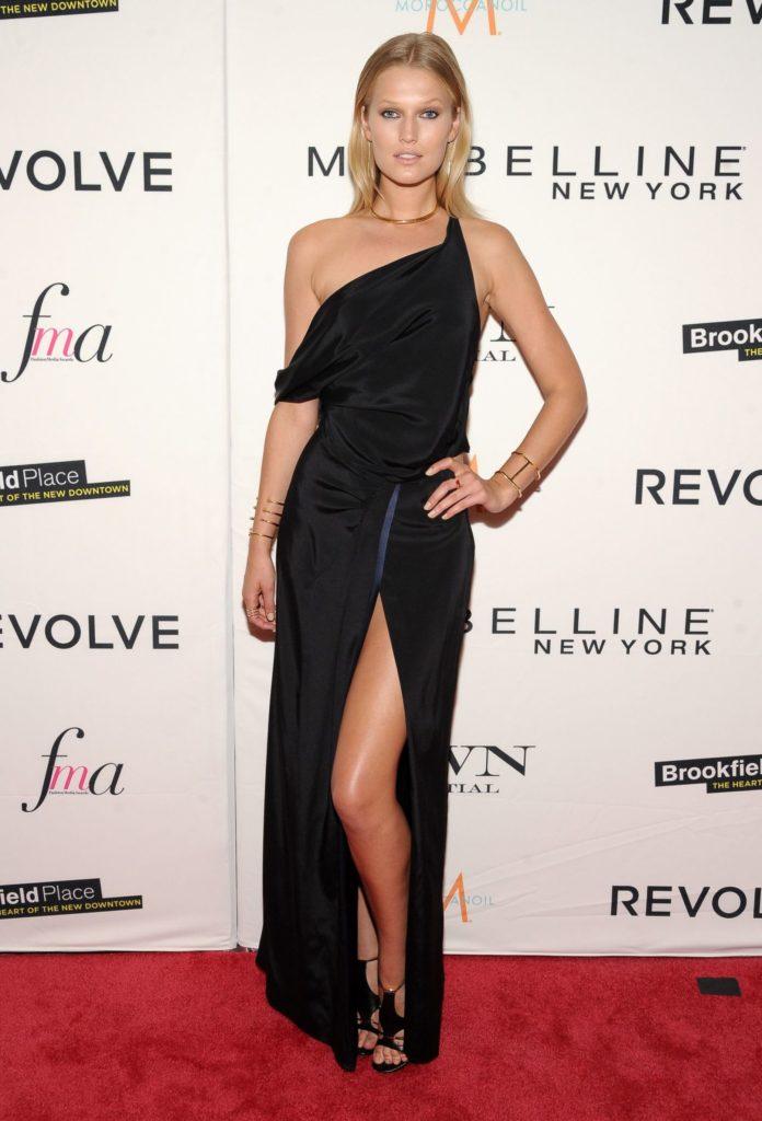 Toni Garrn Sexy Legs Pics At Event